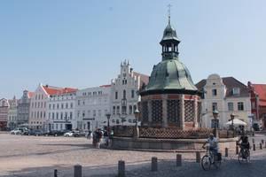 Brunnen auf dem Marktplatz in der Hansestadt Wismar