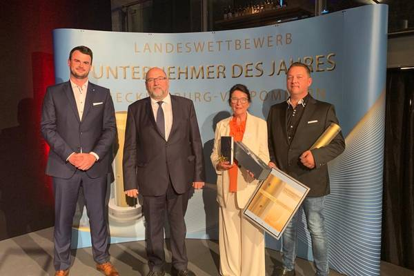Landrat Tino Schomann, Wirtschaftminister Harry Glawe, Gisela und Frank Schadwinkel